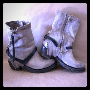 AS98 Beige Leather Moto Zipper Boots GORGEOUS! 6